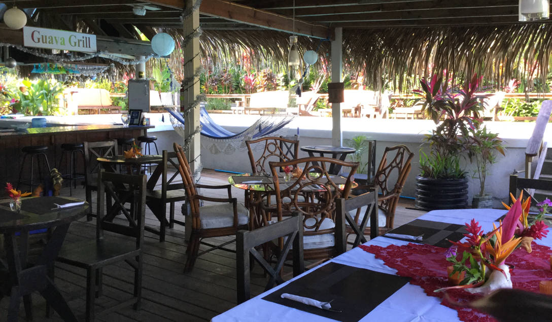 http://roatan-guavagrove.com/wp-content/uploads/2016/03/restaurant-guava-grove.jpg