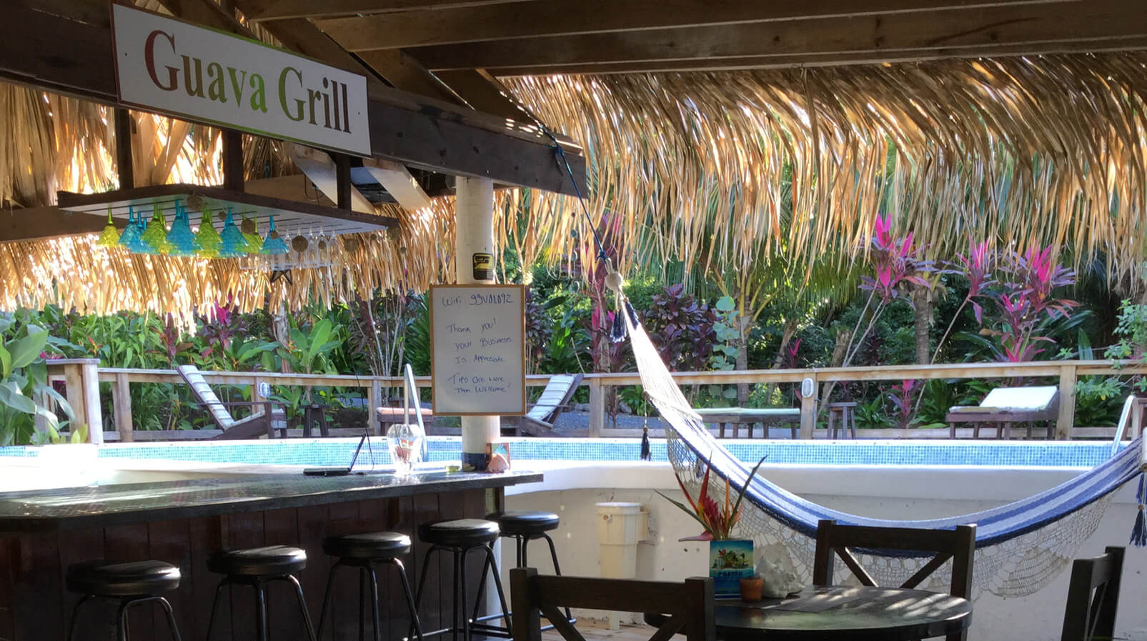 http://roatan-guavagrove.com/wp-content/uploads/2016/05/guava-restaurant.jpg