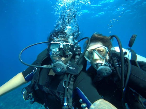 https://roatan-guavagrove.com/wp-content/uploads/2019/05/GG_Activity-Scuba-Diving.jpg