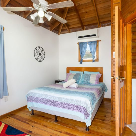 https://roatan-guavagrove.com/wp-content/uploads/2020/02/places-to-stay-in-roatan-540x540.jpg