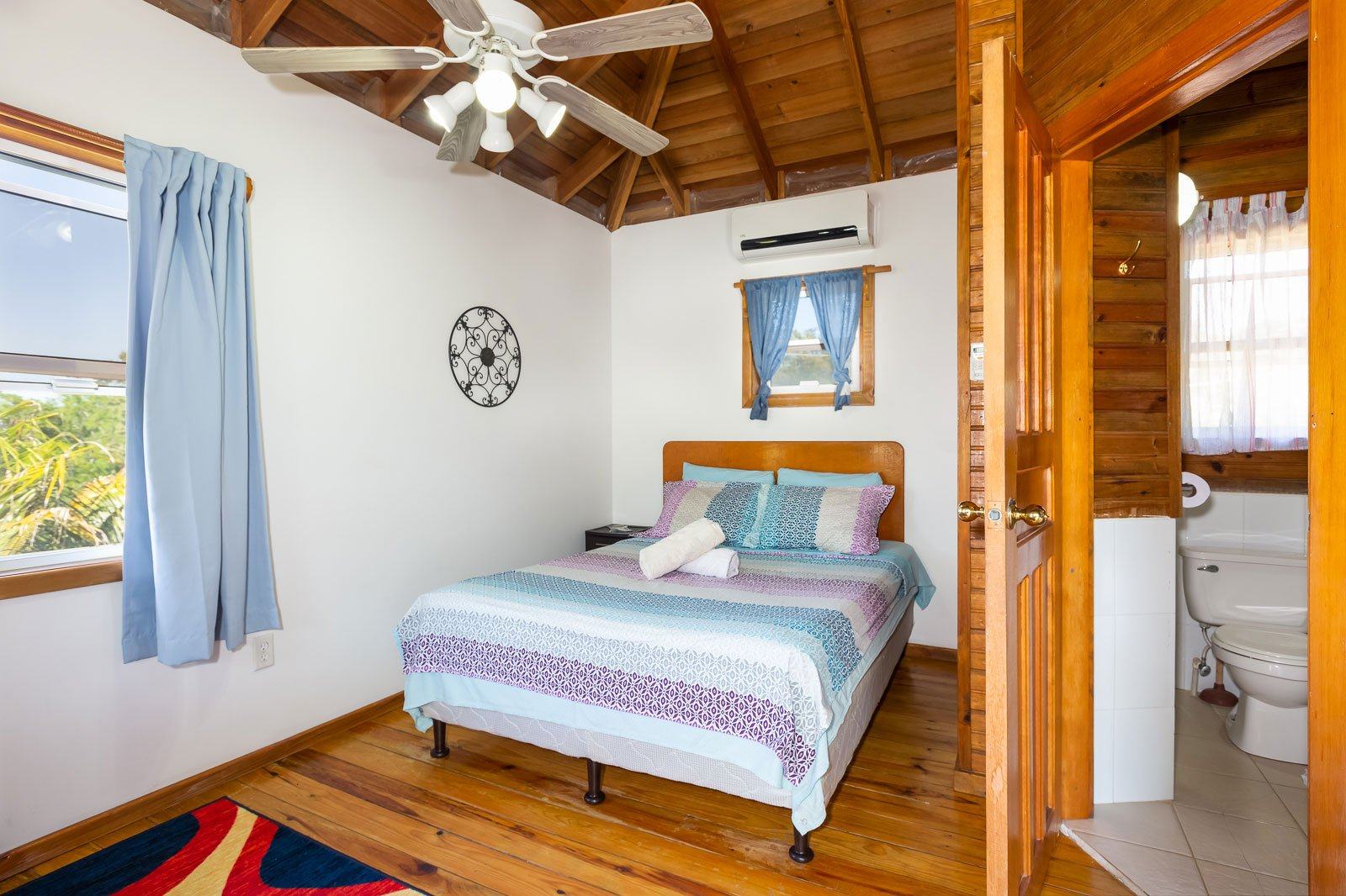 https://roatan-guavagrove.com/wp-content/uploads/2020/02/places-to-stay-in-roatan.jpg