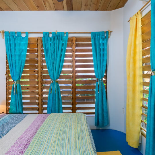 https://roatan-guavagrove.com/wp-content/uploads/2020/03/Roatan-Short-Term-Apartment--540x540.jpg