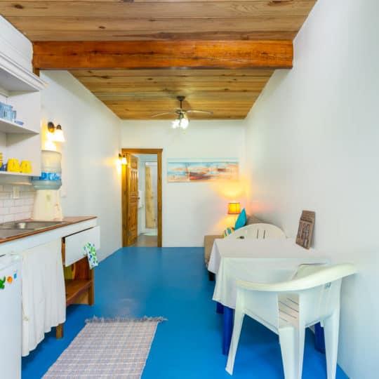 https://roatan-guavagrove.com/wp-content/uploads/2020/03/Roatan-Short-Term-Apartment-2-1-540x540.jpg