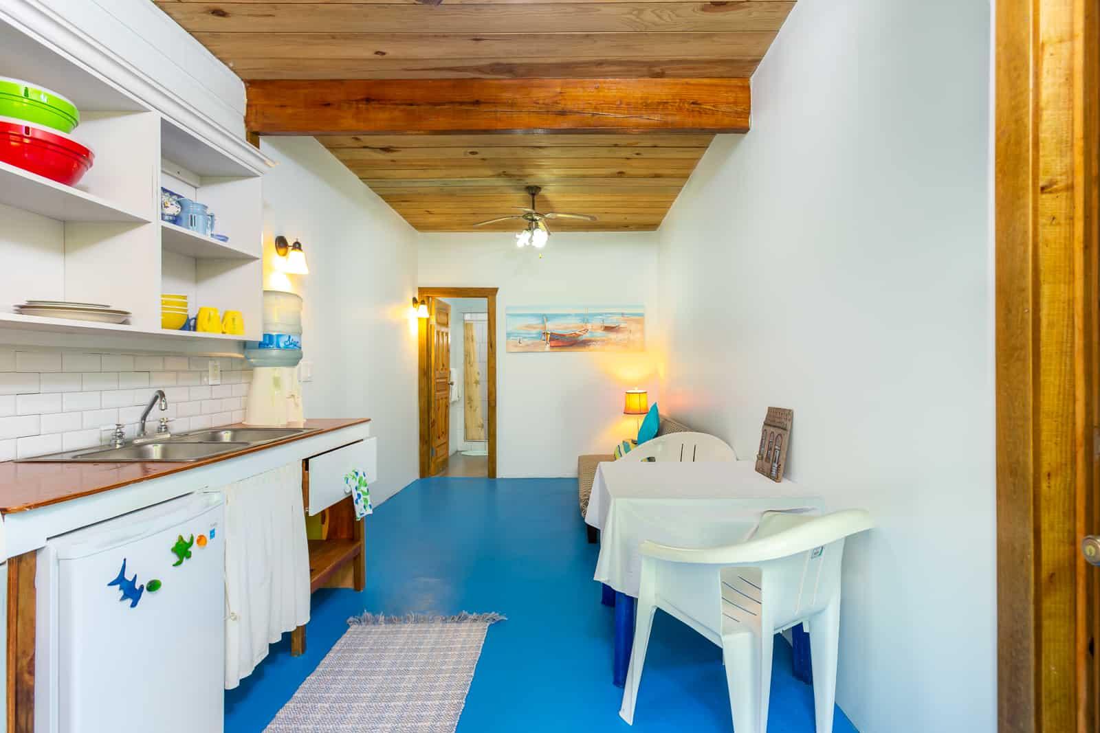 https://roatan-guavagrove.com/wp-content/uploads/2020/03/Roatan-Short-Term-Apartment-2.jpg