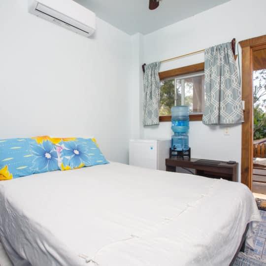 https://roatan-guavagrove.com/wp-content/uploads/2020/03/garden-hotel-room-roatan-1-540x540.jpg