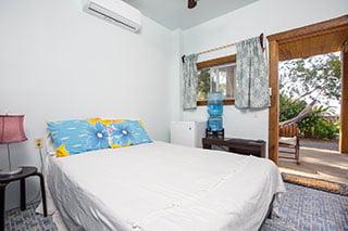 https://roatan-guavagrove.com/wp-content/uploads/2020/03/garden-hotel-room-roatan-320x213-1.jpg